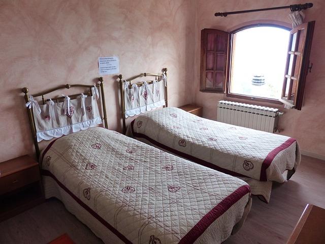 dvě postele