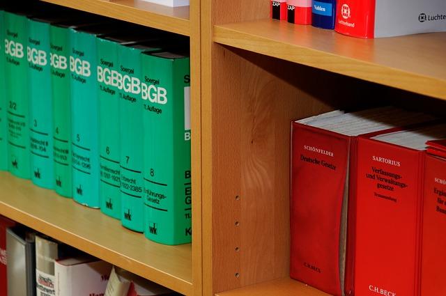 police, zelené knihy, červené šanony