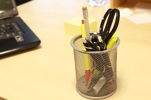 držák na tuřky, nůžky, tužky