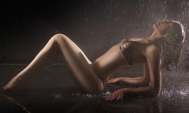 voda, žena, nahota