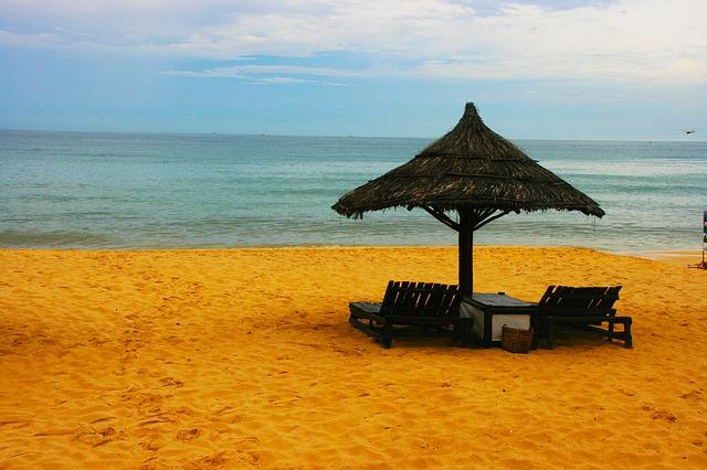 pláž, moře, slunečník, lehátko
