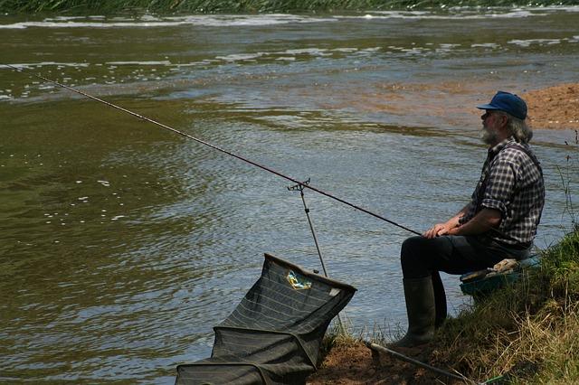 rybář s podběrákem