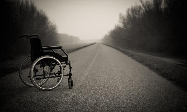 invalidní vozík na silnici.jpg