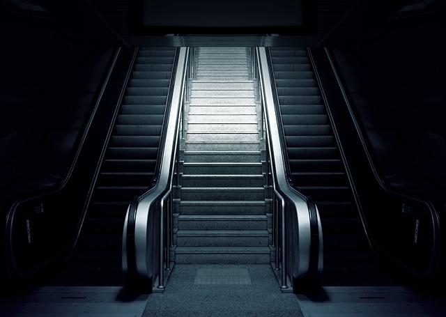 eskalátor metra.jpg