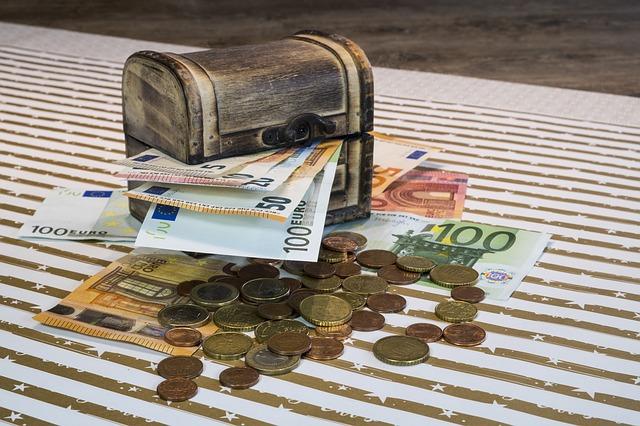 peníze u truhly