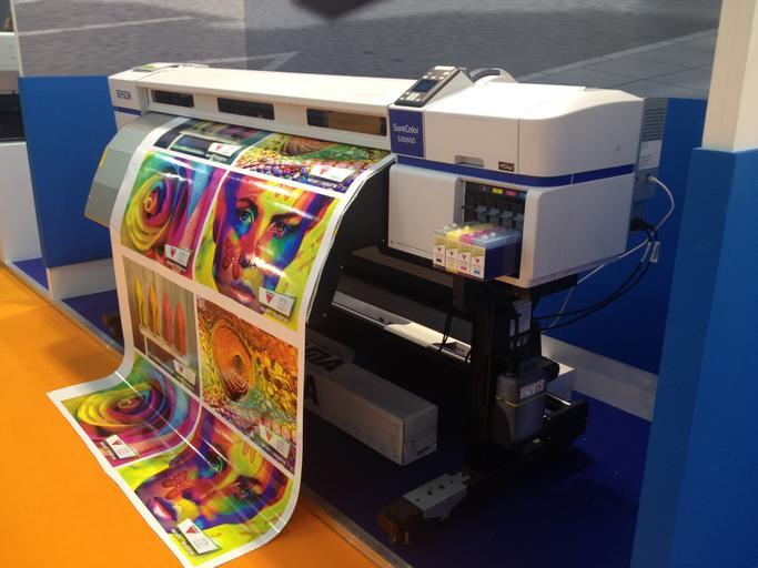 tiskovina v tiskárně